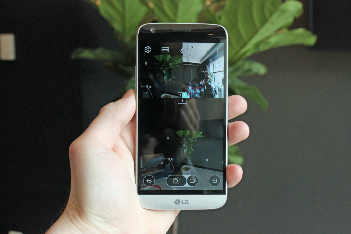 this-mode-lets-you-take-a-picture-with-all-three-cameras-at-once-including-the-front-facing-camera.jpg